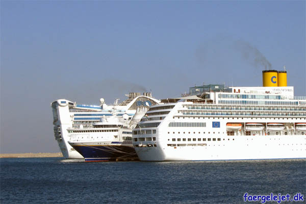 Costa Victoria, Voyager og Grand Princess
